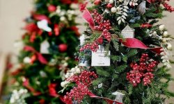 artificial decorated christmas trees